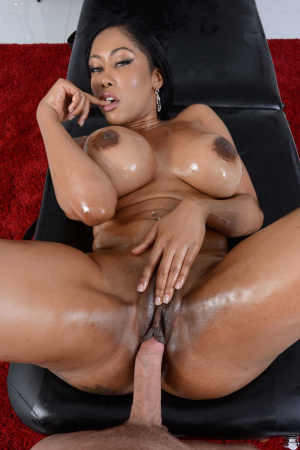 Moriah Mills with perfect forms comes for a massage and gets great sex