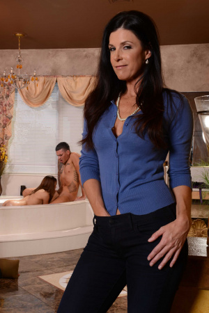 India Summer Sara Luvv And Clover Threesome